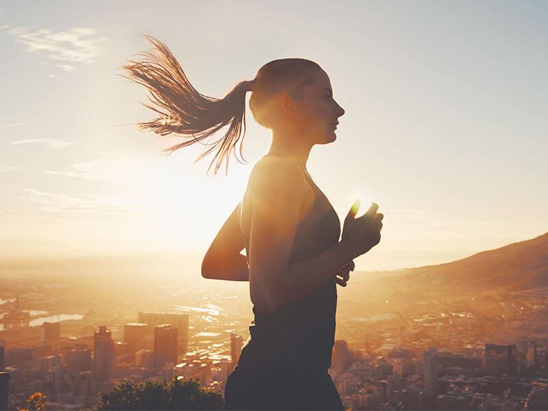 Cómo el yoga puede mejorar tu carrera